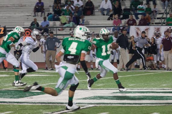 Walter Thomas sprints downfield.  Thomas ran for three touchdowns. (Courtesy: Yvonne Tomlinson)