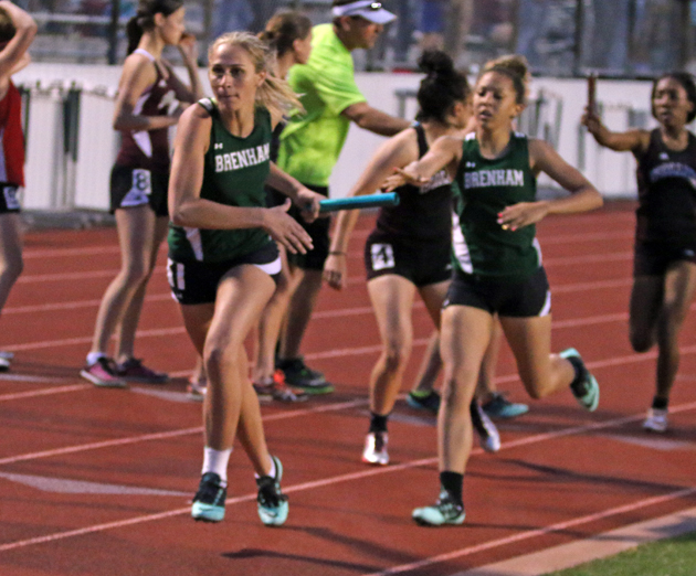 Gretchen West takes the handoff from Mya Pendergraff for the anchor leg of the 4x400 Relay