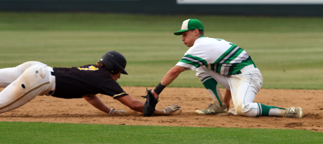 Zach Barnes tags out a Tiger base runner. (Mark Whitehead)
