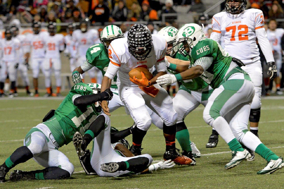 The Cubs' defense swarms over a Stingaree ball carrier. (Courtesy: Larry Urquhart)