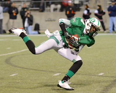 Tre'Vonta Johnson hauls in a tipped pass for a huge gain. (Courtesy: Larry Urquhart)