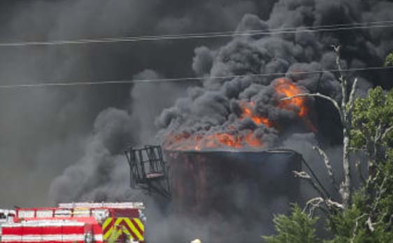 Photo of RAILROAD COMMISSION INVESTIGATING OIL FIELD EXPLOSION