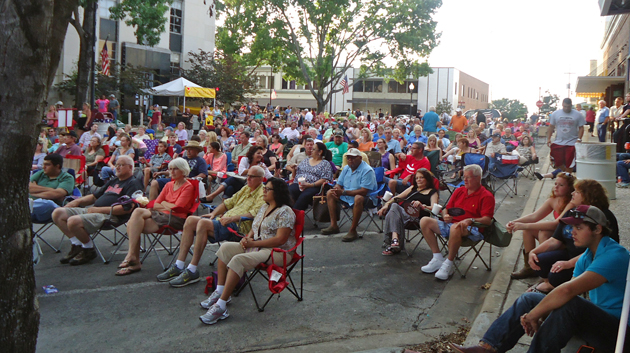 Photo of LARGE CROWDS EXPECTED FOR TOMORROW NIGHT'S HOT NIGHT COOL TUNES
