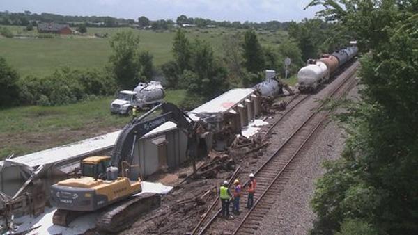 Photo of BRIDGE DAMAGED IN TRAIN DERAILMENT BEING FIXED