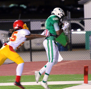Jaquay Cross makes sure his feet are in on one of his two touchdown catches. (Courtesy: Larry Urquhart)
