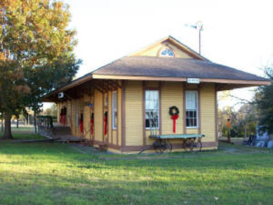 Photo of BURTON HERITAGE SOCIETY HOST CHRISTMAS AT THE DEPOT AND HOME TOUR