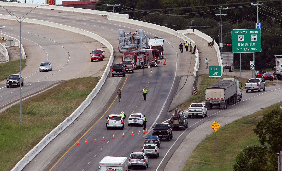 ACCIDENT CLOSES 290 WEST BOUND LANES AT LOOP 577   KWHI com